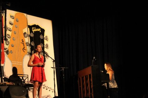 Haven Moss and Emma Blonda playing on Stage at the Cabaret.